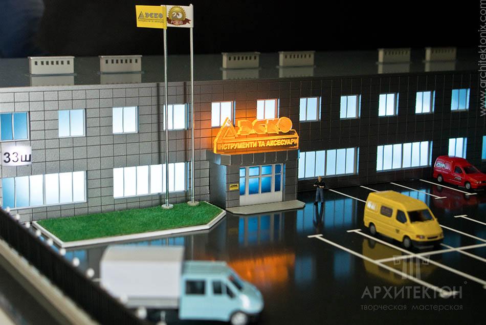 Рекламный макет торгово-офисного центра, масштаб макета: 1: 87
