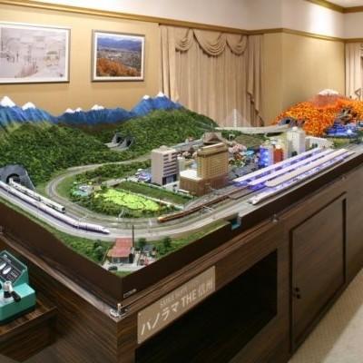 Макет железной дороги, изготовленный для гостиницы