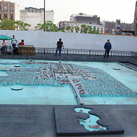 Бронзовый макет города Теночтитлан. Мексика