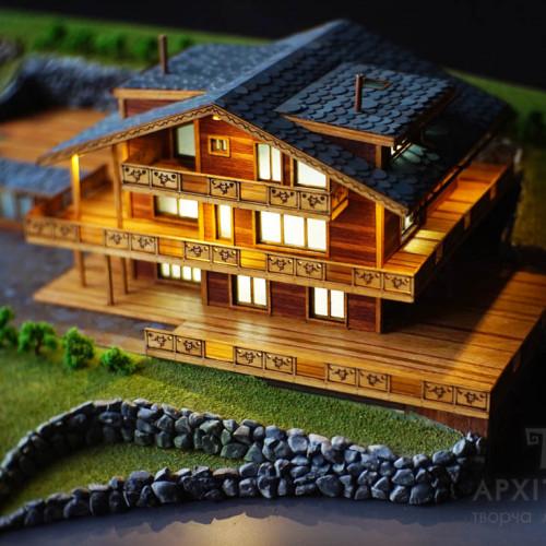 Архитектурный макет коттеджа из дерева