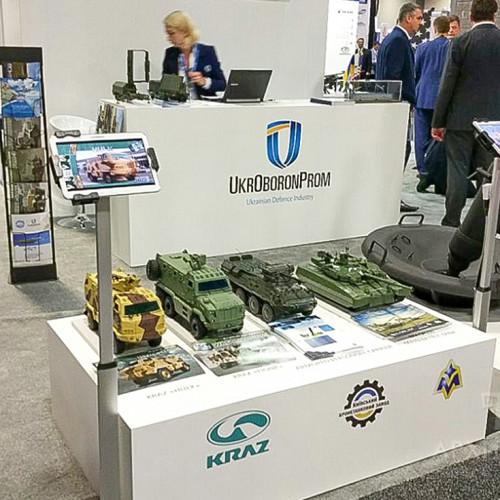масштабні моделі танків, РЛС, MRAP та іншої військової техніки для виставок