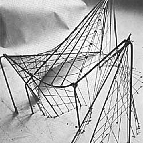 Макет павильона из проволоки и рояльных струн