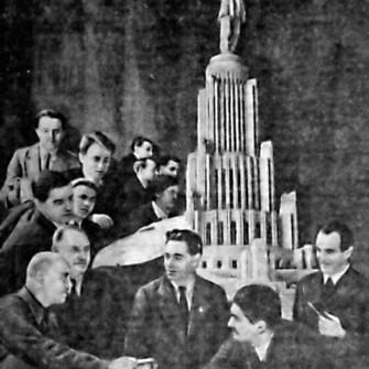 коллектив авторов победившего проекта Дворца Советов с макетом