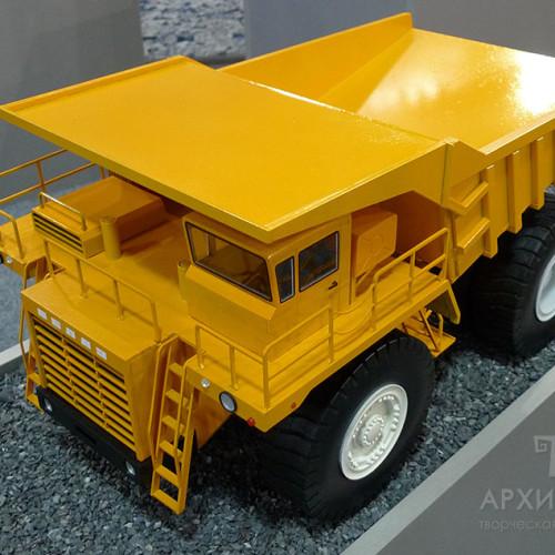 1:20 scale model of BelAZ-7519