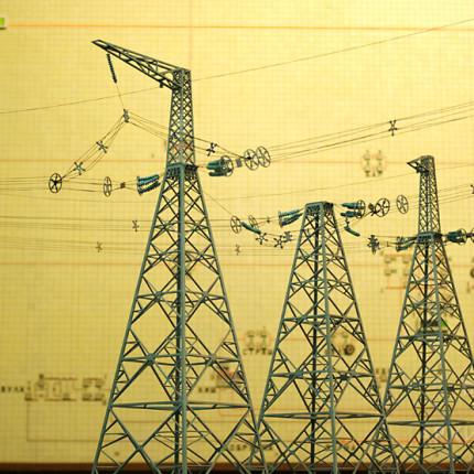 Фрагмент макета линии электропередачи 750 кВ, анкерная опора.
