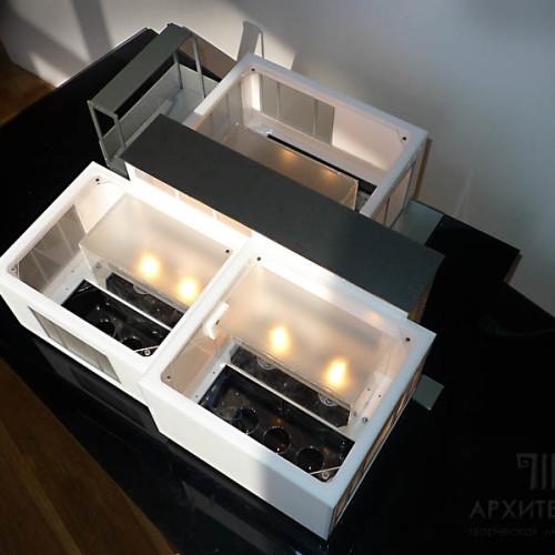 Макет дома со снятой крышей гнездами для установки платы системы управления светом