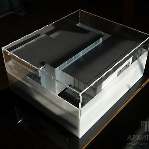 Макет дома в пластиковой коробке для транспортировки