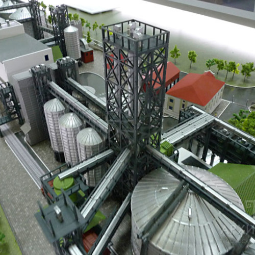 1:30 scale model of elevator