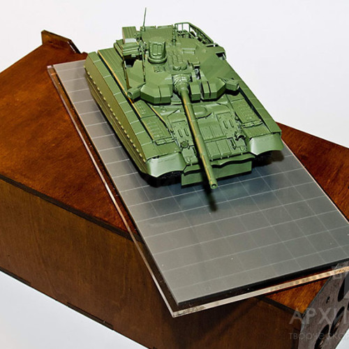 """Scale model of """"OPLOT"""" tank with a box"""