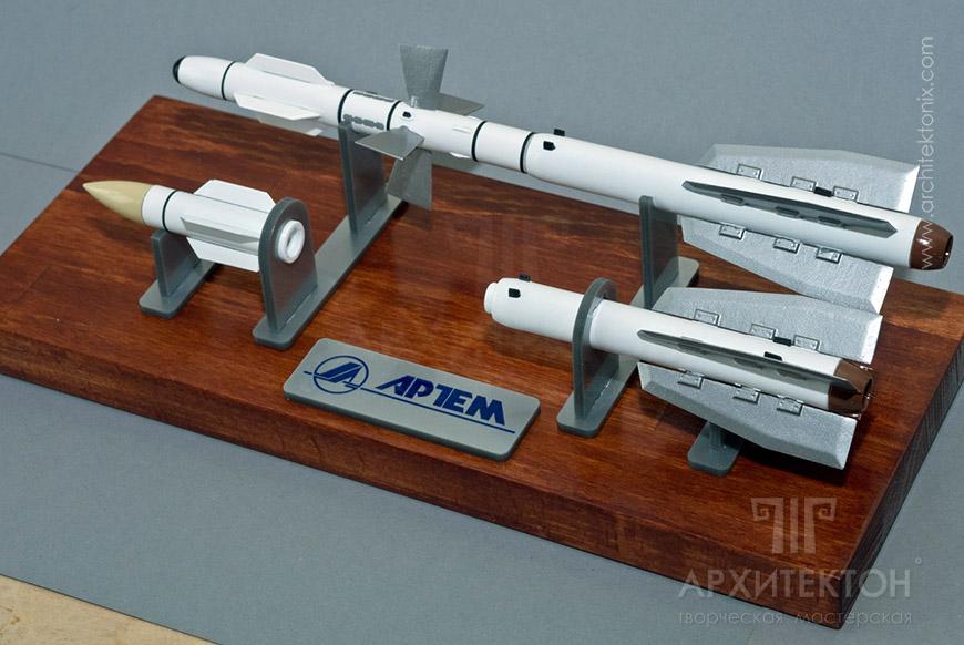 Сувенірна модель ракети Р-27, виготовлена за допомогою 3D друку.