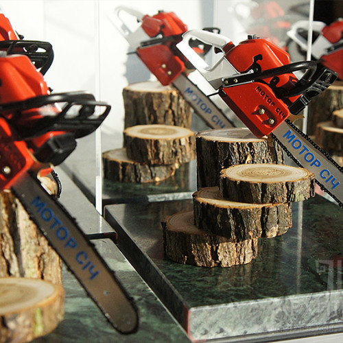 Small-scale production of corporate gifts - models of chainsaw MC-475