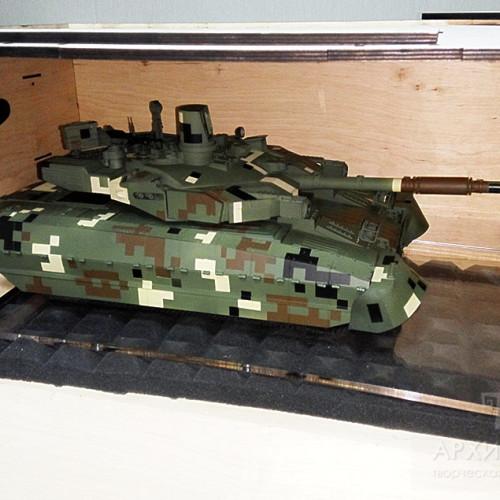 Модель танка в транспортній тарі