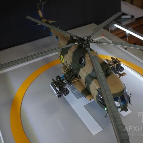 Виставкова модель вертольота Мі-8 МТ