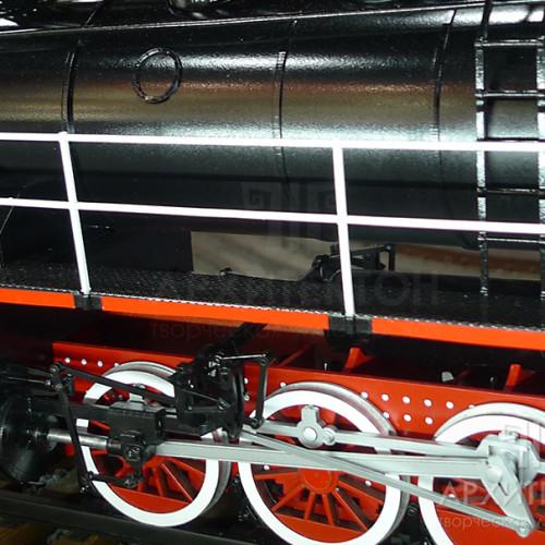 Докладна деталізація дрібних елементів на масштабної моделі паровоза