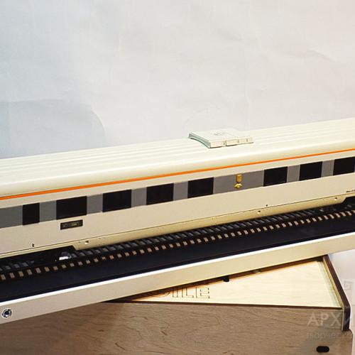 Модель пассажирского вагона для выставки
