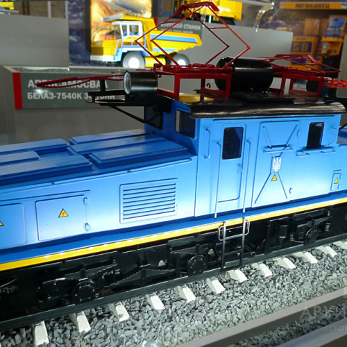 1:20 scale model of EL2 electric locomotive