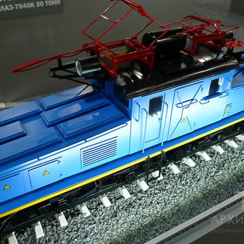 3D printing model of EL2 electric locomotive