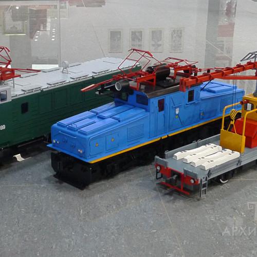 Model of EL2 electric locomotive in exposition of the museum